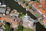 Nederland, Noord-Holland, Enkhuizen, 14-07-2008; historische binnenstad met 'de Dromedaris', onderdeel van de voormalige stadsmuur; West-Friesland, toeristisch centrum, grachten, Zuiderzee, terras, stadje, Dromedaris. .luchtfoto (toeslag); aerial photo (additional fee required); .foto Siebe Swart / photo Siebe Swart