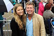 Zijne Majesteit Koning Willem-Alexander en Hare Majesteit Koningin Máxima bezoeken de provincie Zuid Holland .<br /> <br /> His Majesty King Willem-Alexander and Máxima Her Majesty Queen visits the province of Zuid Holland<br /> <br /> Op de foto / On the photo:  Bert van Leeuwen met zijn dochter Carlijn