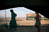 13092012. LIBAN. Réfugiés Syriens dans la vallée de la Bekaa. Campements de réfugiés syriens près de El Qaa (à quelques kms de la frontière syrienne au nord).