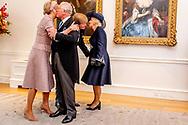 LONDEN - Koning Willem Alexander en koningin Maxima worden ontvangen door Charles, Prins van Wales, en Camilla, Hertogin van Cornwall, op de welkomstceremonie op de Horse Guards Parade bij de aanvang van een tweedaags staatsbezoek aan het Verenigd Koninkrijk. ANP ROYAL IMAGES ROBIN UTRECHT *NETHERLANDS ONLY*