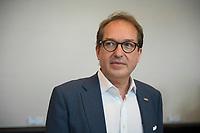 DEU, Deutschland, Germany, Berlin, 09.04.2019: Der Vorsitzende der CSU-Landesgruppe im Deutschen Bundestag, Alexander Dobrindt (CSU), vor Beginn der Fraktionssitzung der CDU/CSU.