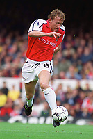 Ray Parlour (Arsenal). Arsenal 2:1 Coventry City, F.A. Carling Premiership, 16/9/2000. Credit: Colorsport / Paul Roberts.