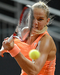 08-02-2015 NED: Fed Cup Nederland - Slowakije, Apeldoorn<br /> Arantxa Rus staat met 1-0 voor in sets tegen Anna Schmiedlova en kan de ontmoeting beslissen.