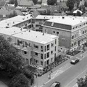 NLD/Huizen/19920622 - Huizen gezien vanaf de Oude Kerk overzicht, Koninging Wilhelinastraat