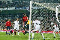 Fotball<br /> Privatlandskamp<br /> Spania v England<br /> 17. november 2004<br /> Foto: Digitalsport<br /> NORWAY ONLY<br /> Spain's Raul watches the ball fly into the net past England's diving goalkeeper Paul Robinson and goal line defenders Ashley Cole and Wayne Bridge (r), the goal was credited Asier Del Horno