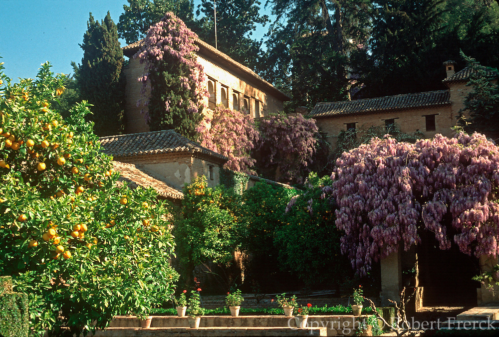 SPAIN, ANDALUSIA, GRANADA Alhambra; Generalife gardens