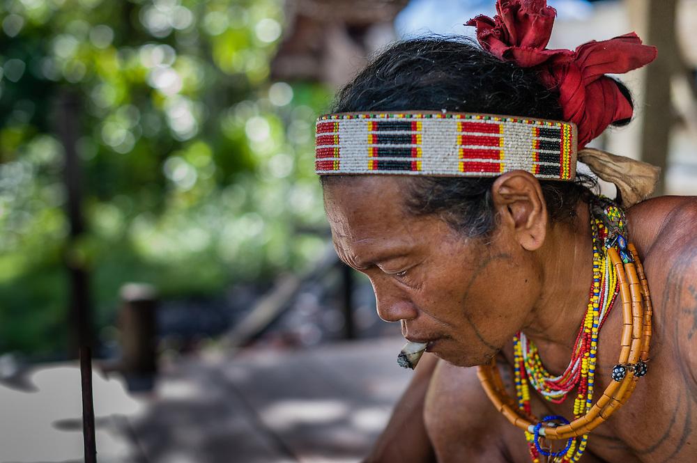 Mentawai indigenous man smoking (Indonesia).