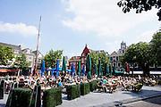 Volle terrassen op de Neude in Utrecht.<br /> <br /> Terraces at the Neude in Utrecht.
