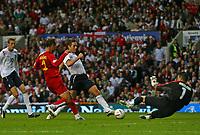 Photo: Andrew Unwin.<br />England v Macedonia. UEFA European Championships 2008 Qualifying. 07/10/2006.<br />England's Frank Lampard (C) is denied by Macedonia's Jane Nikoloski (R).