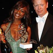 NLD/Amsterdam/20051128 - Uitreiking Beau Monde Awards 2005, Sylvana Simons wint de Beau Monde Style award, John Lukken
