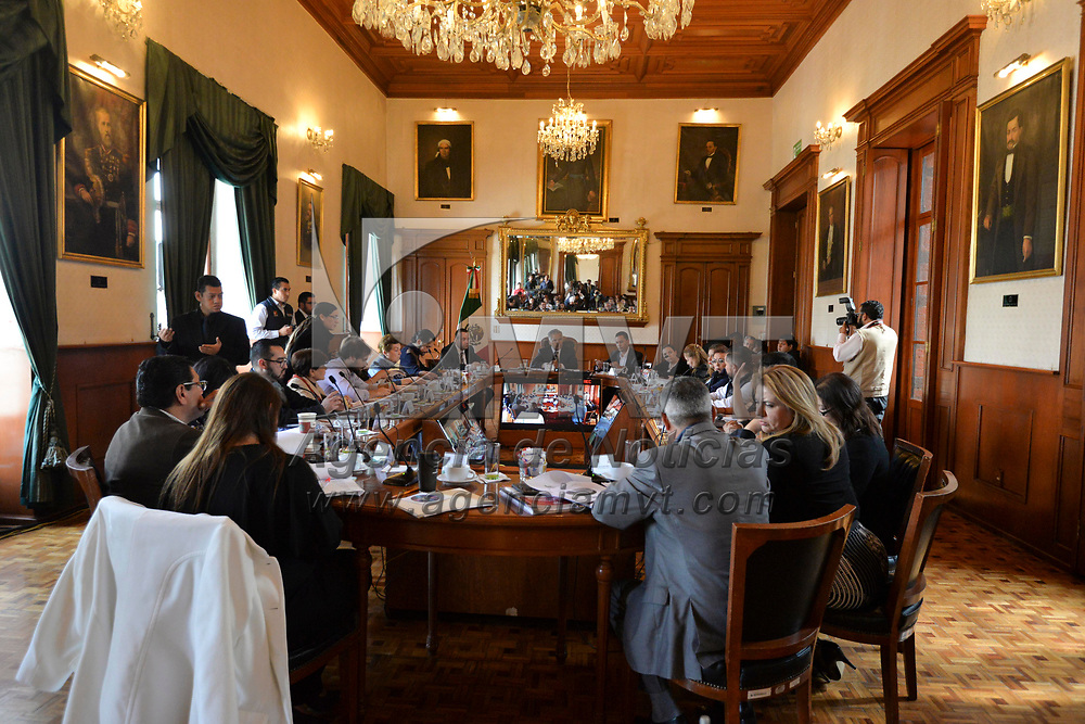 Toluca, México (Febero 28, 2018).- Fernando Zamora Morales, presidente municipal de Toluca encabezo la Décimo Tercera Sesión Abierta de Cabildo.  Agencia MVT / Crisanta Espinosa.