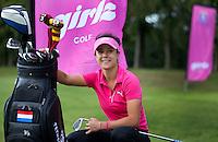 EEMNES - Golfprofessional Dewi Claire Schreefel met golftas , ambassadeur NGF GIRLZ golf,  COPYRIGHT KOEN SUYK