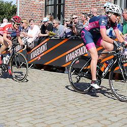 03-04-2016: Wielrennen: Ronde van Vlaanderen vrouwen: Oudenaarde  <br />OUDENAARDE (BEL) cycling  The sixth race in the UCI Womensworldtour is the ronde van Vlaanderen. A race over the famous Flemish climbs. Olga Zabelinskaia, Joelle Numainville, Jesse Baams on the Oude Kwaremont