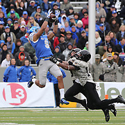 Air Force wide receiver Jale Robinette makes spectacular catch during the Army Black Knights Vs Air Force Falcons, College Football match at Michie Stadium, West Point. New York. Air Force won the game 23-6. West Point, New York, USA. 1st November 2014. Photo Tim Clayton