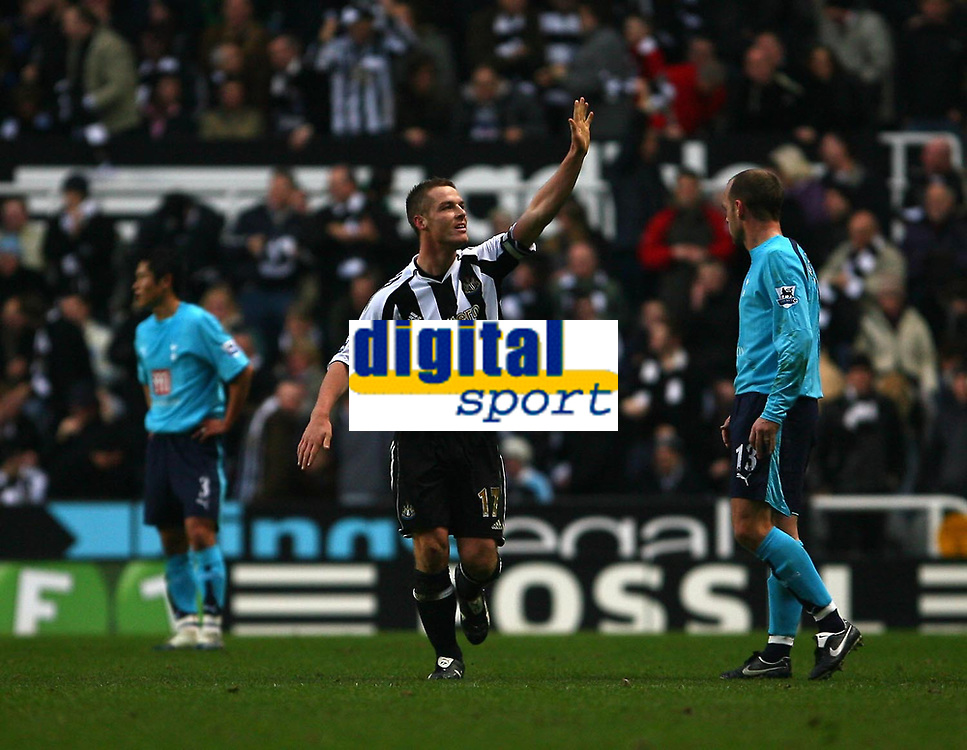 Photo: Andrew Unwin.<br />Newcastle United v Tottenham Hotspur. The Barclays Premiership. 23/12/2006.<br />Newcastle's Scott Parker (C) celebrates scoring his team's third goal.