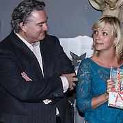 NLD/Barneveld/20131102 - Presentatie kinderboek Ties en Trijntje in December van Yvon Jaspers, Erwin van Lambaart