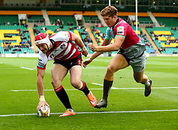 Mason Tonks of Gloucester Rugby scores a try - Mandatory by-line: Robbie Stephenson/JMP - 28/07/2017 - RUGBY - Franklin's Gardens - Northampton, England - Harlequins v Gloucester Rugby - Singha Premiership Rugby 7s