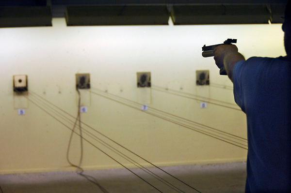 Nederland, Bemmel, 1-10-2007Sportschieten op de schietbaan van een schietvereniging.Foto: Flip Franssen/Hollandse Hoogte