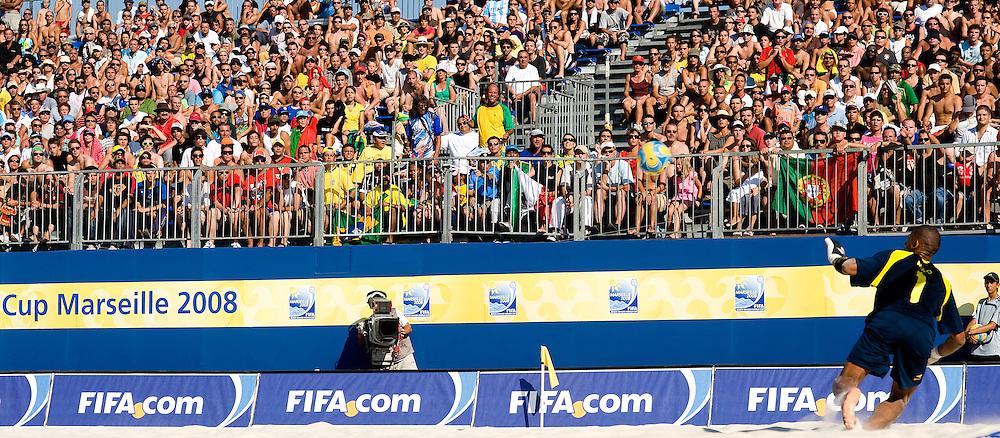 MARSEILLE, FRANCE- JULY 25: Brasil - Portugal. Fifa Beach Soccer World Cup Marseiile 2008. (Photo by Manuel Queimadelos)