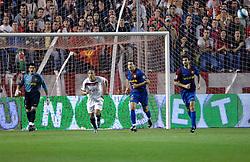 03-03-2007 VOETBAL: SEVILLA FC - BARCELONA: SEVILLA  <br /> Sevilla wint de topper met Barcelona met 2-1 / Valdes,  Kanoute, Zambrotta en Oleguer - boarding unibet.com<br /> ©2006-WWW.FOTOHOOGENDOORN.NL