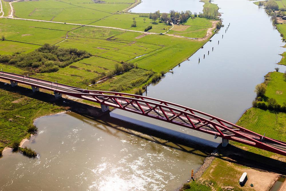 Nederland, Gelderland - Overijssel, Hattem, 01-05-2013; IJsselbrug, spoorbrug bij Hattem voor de Hanzelijn. Gezien naar het Zuiden. De 'Hanzeboog' is ontworpen door  Quist Wintermans Architecten.<br /> The red railway bridge Hanzeboog (Hanseatic arch) over the IJssel near Zwolle, has been designed by Quist Wintermans Architects.  <br /> luchtfoto (toeslag op standard tarieven);<br /> aerial photo (additional fee required);<br /> copyright foto/photo Siebe Swart
