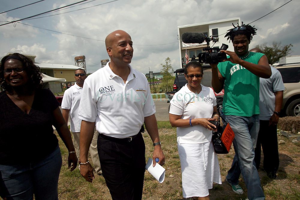 August 29 2009. Lower 9th Ward, New Orleans, Louisiana.<br /> 4th Anniversary of Hurricane Katrina remembered.<br /> Mayor Ray C Naginand his wife Seletha arrive on Tennessee Street.<br /> Photo; Charlie Varley/varleypix.com