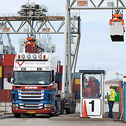 Nederland Zuid-Holland Rotterdam  27-08-2009 20090827 Foto: David Rozing .Serie over logistieke sector.ECT Delta terminal in de haven van Rotterdam. Vrachtwagen chaufeur wacht op de vracht. Telescopische spreader voertuigen vervoeren de containers op de terminal  naar de vrachtwagens voor verder transport.  .ECT,European Container Terminals, at the Port of Rotterdam. Truck drivers waiting waiting for goods. Europe's biggest and most advanced container terminal operator, handling close to three- quarters of all containers passing through the Port of Rotterdam. ECT is a member of the Hutchison Port Holdings group (HPH), the world biggest container stevedore with terminals on every Continent. At the ECT Delta Terminal telescopic spreader vehicles transport the containers between ship and stack / trucks.  Terminal operations are highly automated for discharging and loading large volumes l, vehicle, vehicles, verplaatsen, vervoer, vervoerder, Vervoerders, vervoeren, voertuig, voertuigen, vrachtwagen, vrachtwagenchauffeur, vrachtwagenchauffeurs, wachten, wachttijd, wachttijden, wagen, wagens, waiting, wereldhandel, werk, werkzaamheden..Holland, The Netherlands, dutch, Pays Bas, Europe .Foto: David Rozing