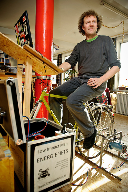 """Sint Amandsberg, Belgium 14 February 2009.Steven Vromman - Low Impact Man..On this picture, Steven rides an indoor bicycle to charge the battery of his laptop..The Low Impact Man is the Belgian version of """"No Impact Man"""", from USA..This experiment of one year aims researching, developing and adopting a way of life for Steven and his children to live causing the lowest environmental impact possible...PHOTO EZEQUIEL SCAGNETTI"""