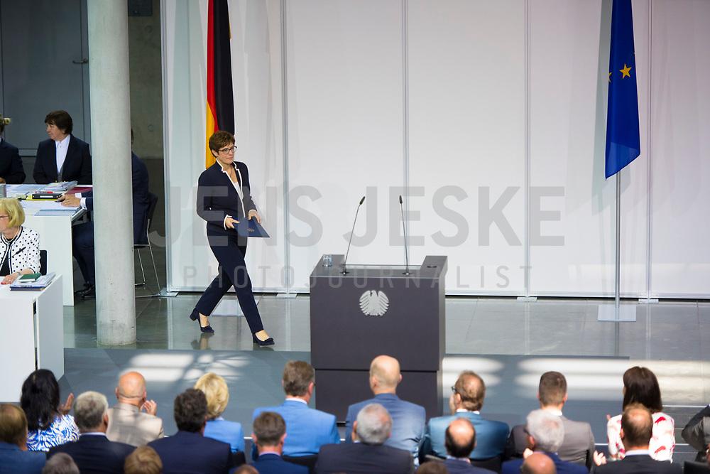 DEU, Deutschland, Germany, Berlin, 24.07.2019: Sondersitzung des Bundestags im Paul-Löbe-Haus anlässlich der Vereidigung der Bundesverteidigungsministerin Annegret Kramp-Karrenbauer (CDU), die hier ihre erste Regierungserklärung hält.