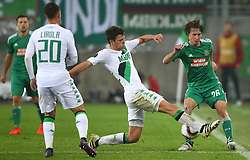 20.10.2016, Weststadion, Wien, AUT, UEFA EL, SK Rapid Wien vs US Sassuolo Calcio, Gruppe F, im Bild Pol Lirola (US Sassuolo Calcio), Luca Mazzitelli (US Sassuolo Calcio) und Ivan Mocinic (SK Rapid Wien) // during a UEFA Europa League group F match between SK Rapid Vienna and US Sassuolo Calcio at the Weststadion, Vienna, Austria on 2016/10/20. EXPA Pictures © 2016, PhotoCredit: EXPA/ Thomas Haumer