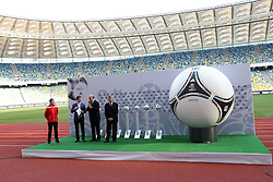 02.12.2012, Olymia Stadion, Kiev, UKR, Praesentation des neuen Adidasballes fuer die Euro 2012, im Bild RAFAL MURAWSKI, VICENTE DEL BOSQUE, ANNA MARIA VILLAR // during the presentation of the neuw Adidas ball for Euro 2012 at Olypic stadium in Kiev, UKR on 2011/12/02. EXPA Pictures © 2011, PhotoCredit: EXPA/ Newspix/ Lukasz Grochala..***** ATTENTION - for AUT, SLO, CRO, SRB, SUI and SWE only *****