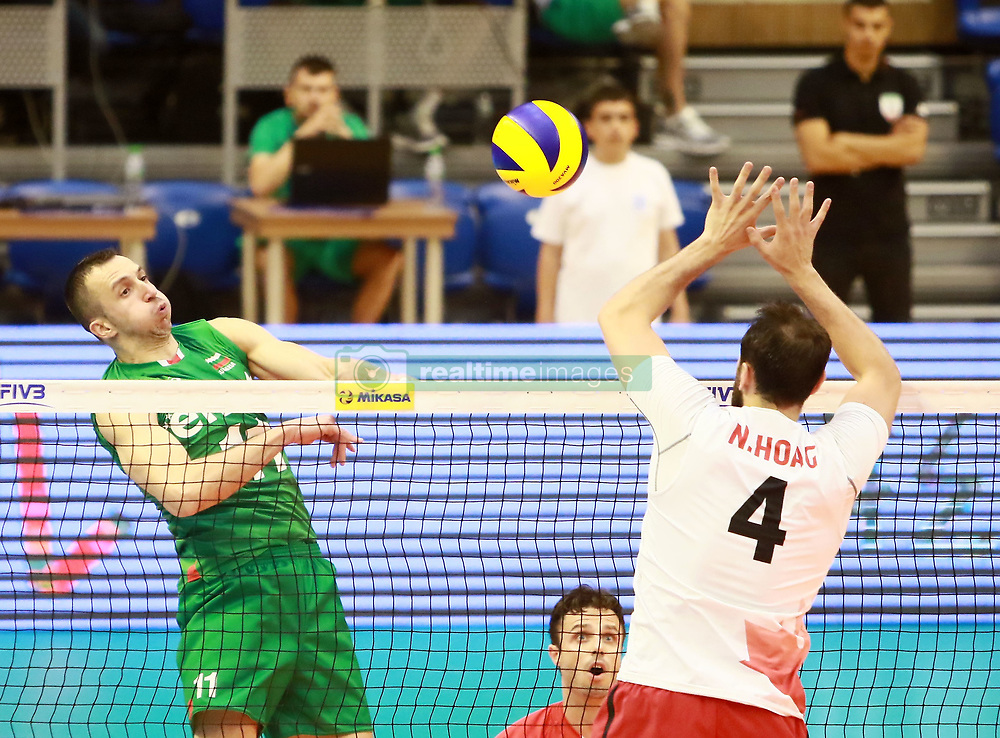 June 16, 2018 - Varna, Bulgaria - from left Boyan YORDANOV (Bulgaria), Nicholas HOAG (Canada), .mens Volleyball Nations League,week 4, Bulgaria vs Canada, Palace of culture and sport, Varna/Bulgaria, June 16, 2018, the fourth of 5 weekends of the preliminary lap in the new established mens Volleyball Nationas League takes place in Varna/Bulgaria. (Credit Image: © Wolfgang Fehrmann via ZUMA Wire)