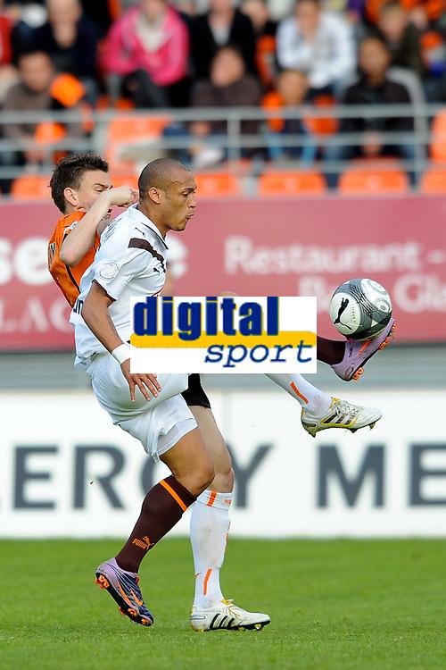 FOOTBALL - FRENCH CHAMPIONSHIP 2009/2010 - L1 - FC LORIENT v GIRONDINS BORDEAUX - 24/04/2010 - PHOTO PASCAL ALLEE / DPPI - YOAN GOUFFRAN (BOR) / LAURENT KOSCIELNY (FCL)