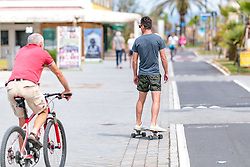 THEMENBILD - ein Skateboarder und ein Radfahrer an der Strandpromenade, aufgenommen am 24. Juni 2018 in Viareggio, Italien // a skateboarder and a cyclist at the beach promenade, Viareggio, Italy on 2018/06/24. EXPA Pictures © 2018, PhotoCredit: EXPA/ JFK