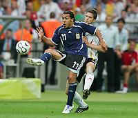 v.l. Carlos Tevez, Arne Friedrich Deutschland<br /> Fussball WM 2006 Viertelfinale Deutschland - Argentinien<br /> Tyskland - Argentina<br /> Norway only