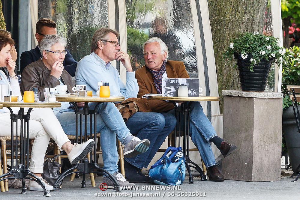 NLD/Amsterdam/20150601 - Ursul de Geer op een terras