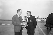 T Kiernan, right, Captain and full back of Irish Rugby touring team to Australia, chatting with Peter McMullan, Belfast Telegraph, Rugby correspondant travelling with the team, before they boarded the Aerlingus flight to New York, en route to Australi, for 4 week tour, ..Irish Rugby Football Undnion, Irish team departs for Australian tour, 22 April 1967, 22.4.67, 4.22.67,.