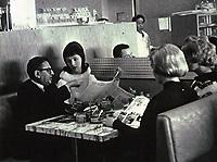 1962 Sidney Skolsky with movie fans at Schwab's Drugstore