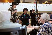 Koningin Maxima bezoekt de zorginstelling Avoord Zorg en Wonen in Etten-Leur. Zij deed dit in het kader van de Nationale Week van Zorg en Welzijn. /////  Queen Maxima visits the health care Avoord Care and Living in Etten-Leur. They did this in the context of the National Week of Health and Welfare.<br /> <br /> Op de foto/ On the photo:  Koningin Maxima ontmoet de bewoners in het Atrium // Queen Maxima withthe residents in the Atrium