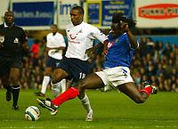 Fotball<br /> Premier League England 2004/2005<br /> 18.10.2004<br /> Foto: BPI/Digitalsport<br /> NORWAY ONLY<br /> <br /> Portsmouth v Tottenham Hotspur<br /> <br /> Jermaine Defoe skips past the challenge from Linvoy Primus