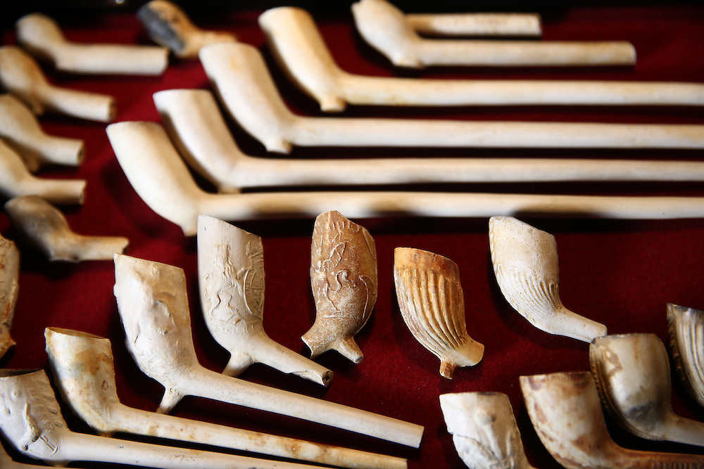 Pipes dating from 1580 -1900 which have been excavated from the River Thames by mudlarker Jason Sandy are displayed in his home in London, Britain June 01, 2016. When the river Thames is at low tide, mudlarkers scour the shore for historical artefacts and remains from there City of London's ancient past. Finds can date back to Roman times to when the city was found up until more recent times. Anyone can walk along the river and look for finds, but the uses of metal detectors and digging is restricted. Mudlarkers need to be licences by the Port of London Authority. All find should be register with the Museum of London. REUTERS/Neil Hall