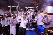 DESCRIZIONE : Milano Coppa Italia Final Eight 2014 Finale Montepaschi Siena Banco di Sardegna Sassari<br /> GIOCATORE : team<br /> CATEGORIA : esultanza team spogliatoio coppa<br /> SQUADRA : Banco di Sardegna Sassari<br /> EVENTO : Beko Coppa Italia Final Eight 2014<br /> GARA : Montepaschi Siena Banco di Sardegna Sassari<br /> DATA : 09/02/2014<br /> SPORT : Pallacanestro<br /> AUTORE : Agenzia Ciamillo-Castoria/C.De Massis<br /> Galleria : Lega Basket Final Eight Coppa Italia 2014<br /> Fotonotizia : Milano Coppa Italia Final Eight 2014 Finale Montepaschi Siena Banco di Sardegna Sassari<br /> Predefinita :