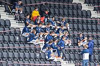 AMSTELVEEN - teambespreking Pinoke  in de rus op de lege tribunes,     tijdens   hoofdklasse hockeywedstrijd mannen,  AMSTERDAM-PINOKE (1-3) , die vanwege het heersende coronavirus zonder toeschouwers werd gespeeld. COPYRIGHT KOEN SUYK