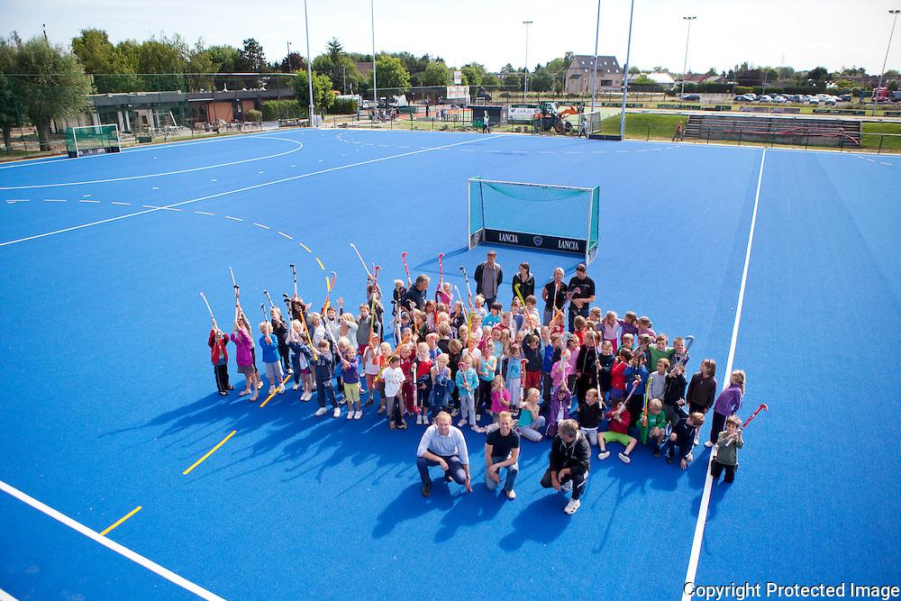 357360-Hockey club Heracles-zelfde blauwe speelveld als in Olympische Spelen Londen-Hockeyweg 1 Lier