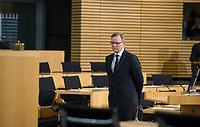 DEU, Deutschland, Germany, Erfurt, 05.12.2014:<br /> Der Fraktionsvorsitzende der Partei DIE LINKE in Thueringen, Bodo Ramelow, am Tag seiner Wahl zum Ministerpraesidenten von Thueringen im Plenum des Landtags.