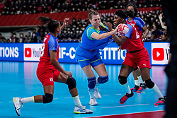 05-12-2019 JAP: Cuba - Slovenia, Kumamoto<br /> Fourth match groep A at 24th IHF Women's Handball World Championship. Slovenia win 39 - 26 of Cuba / Ana Gros #6 of Slovenia, Nahomi Marquez Jabique #24 of Cuba, Eyatne Rizo Gomez #23 of Cuba