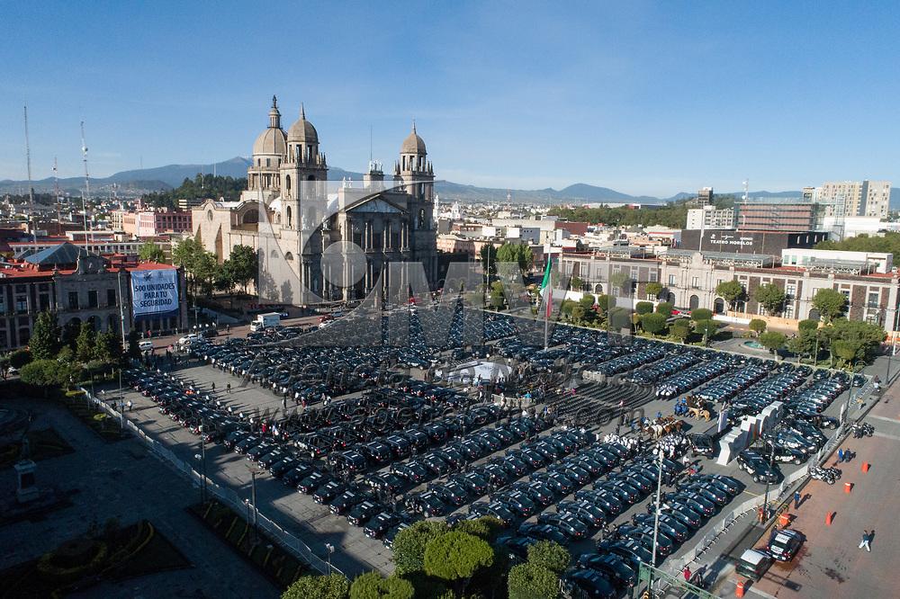 Toluca, México.- El alcalde de la ciudad de Toluca, Juan Rodolfo Sánchez Gómez, hizo entrega de 500 patrullas a la policía municipal. Agencia MVT / Mario Vázquez de la Torre.