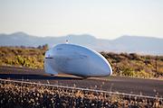 Ryohei Komori tijdens de vijfde racedag. In Battle Mountain (Nevada) wordt ieder jaar de World Human Powered Speed Challenge gehouden. Tijdens deze wedstrijd wordt geprobeerd zo hard mogelijk te fietsen op pure menskracht. Het huidige record staat sinds 2015 op naam van de Canadees Todd Reichert die 139,45 km/h reed. De deelnemers bestaan zowel uit teams van universiteiten als uit hobbyisten. Met de gestroomlijnde fietsen willen ze laten zien wat mogelijk is met menskracht. De speciale ligfietsen kunnen gezien worden als de Formule 1 van het fietsen. De kennis die wordt opgedaan wordt ook gebruikt om duurzaam vervoer verder te ontwikkelen.<br /> <br /> In Battle Mountain (Nevada) each year the World Human Powered Speed Challenge is held. During this race they try to ride on pure manpower as hard as possible. Since 2015 the Canadian Todd Reichert is record holder with a speed of 136,45 km/h. The participants consist of both teams from universities and from hobbyists. With the sleek bikes they want to show what is possible with human power. The special recumbent bicycles can be seen as the Formula 1 of the bicycle. The knowledge gained is also used to develop sustainable transport.