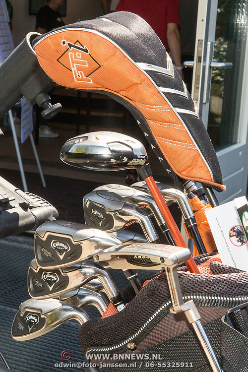 NLD/Brielle/20190614 - Bekend Nederland golft voor Afrika, Golfclubs in Caddy