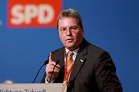 """10 MAR 2002, MAGDEBURG/GERMANY:<br /> Rolf Schwanitz, SPD, Staatsminister im Bundeskanzleramt und Beauftragter der Bundesregierung fuer Angelegenheiten der neuen Laender, waehrend ihrer Rede, gemeinsamer Parteitag der ostdeutschen SPD Landesverbaende unter dem Motto:""""Richtung Zukunft. Politik fuer Ostdeutschland."""", Hotel Maritim<br /> IMAGE: 20020310-01-063<br /> KEYWORDS: Party congress, speech"""